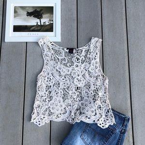 IMAGINARY VOYAGE crochet lace crop top size M